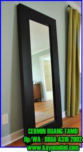 cermin minimalis ruang tamu