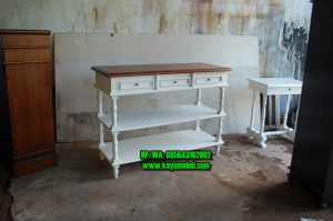 Meja hias di ruang tamu