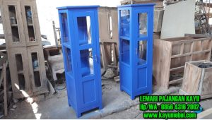 lemari pajangan dari kayu