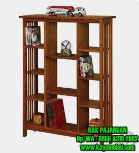 lemari pajangan kayu