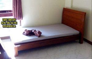 Tempat tidur kayu jati model minimalis